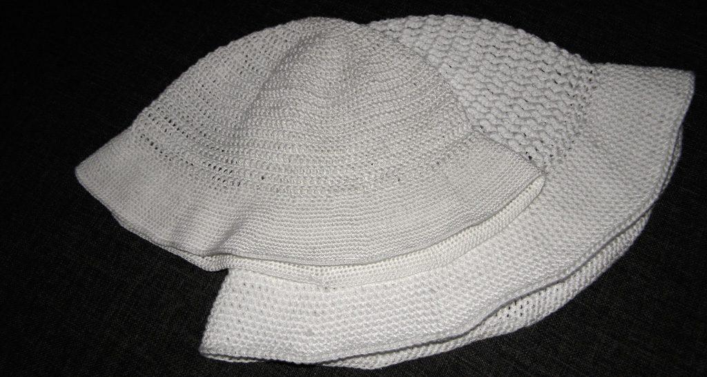 białe kapelusze