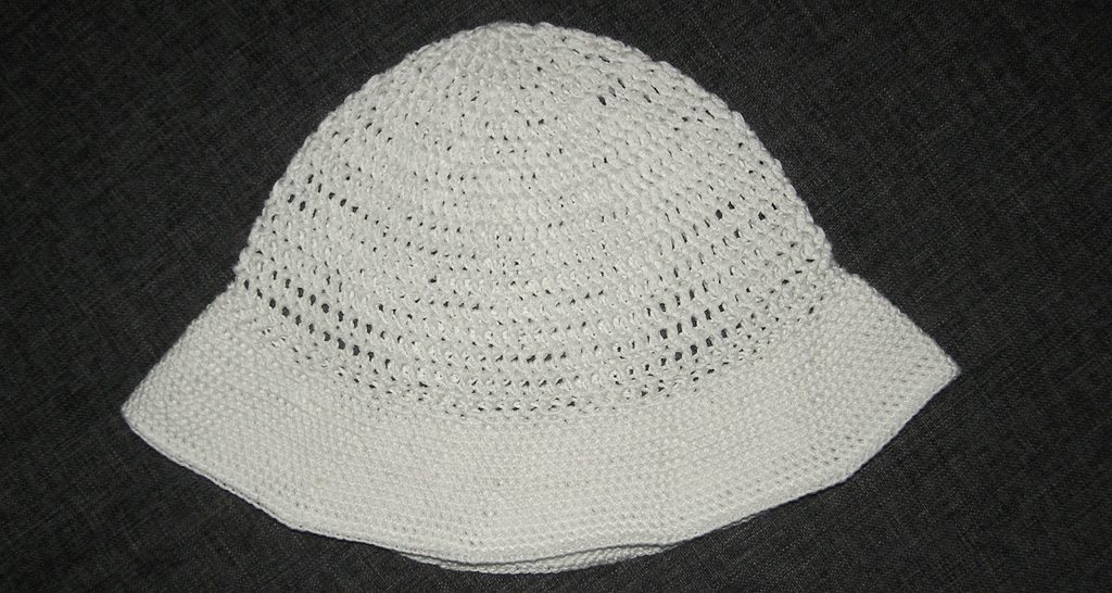 duży biały kapelusz